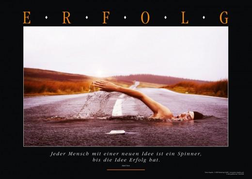 Motivationsbild ERFOLG - Straßen Schwimmer - iron Man